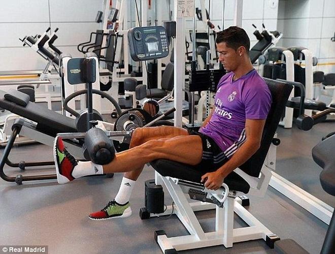 """Bộ """"tam tấu"""" lẫy lừng của Real Madrid toàn trai 6 múi như CR7 - 2"""