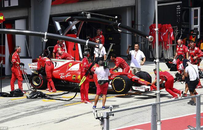 F1: Malaysian GP – Hamilton ôm hận, sinh nhật ngọt ngào cho Verstappen 1