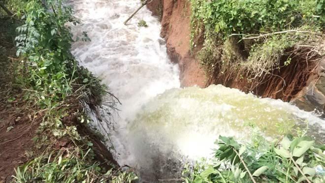 Vỡ kênh dẫn tràn hồ Gia Hoét, di dời hàng chục hộ dân - 1
