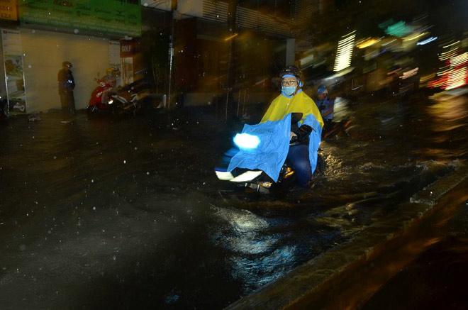 Áp thấp xuất hiện trên Biển Đông, Trung Bộ và Nam Bộ mưa rất to - 1