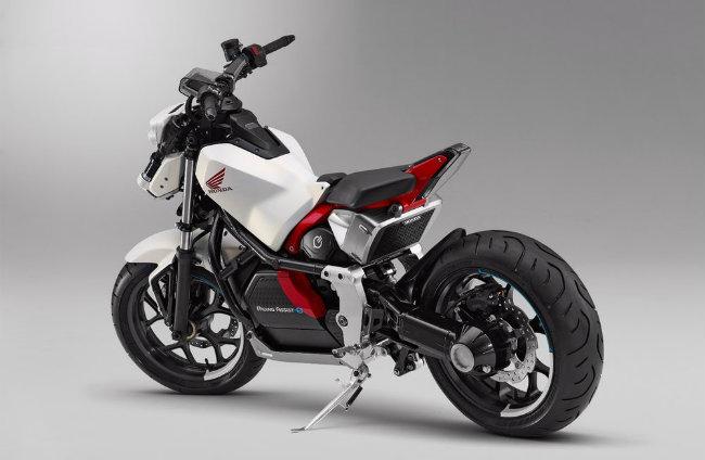 Với những ai đang sử dụng môtô, thì mẫu xe môtô của bạn như thế nào sẽ quyết định tới khoảng cách bao xa bạn có thể vận hành. Đấy cũng chính là điểm mà các nhà sản xuất nhắm tới để cạnh tranh. Nhưng công nghệ tự cân bằng của Honda, một tiến bộ được xuất phát từ chính nghiên cứu về rô-bốt hình nhân, chỉ giúp xe cân bằng ở các tốc độ khá thấp cũng đủ đem lại cho bạn một cảm giác hoàn hảo.