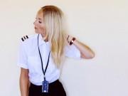 Thời trang - Nữ phi công phải đóng tài khoản Instagram vì quá xinh đẹp