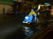 Tin tức trong ngày - Áp thấp xuất hiện trên Biển Đông, Trung Bộ và Nam Bộ mưa rất to