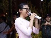 Đời sống Showbiz - Phương Mỹ Chi và cô Út cùng về đền thờ Tổ của Hoài Linh xin lộc
