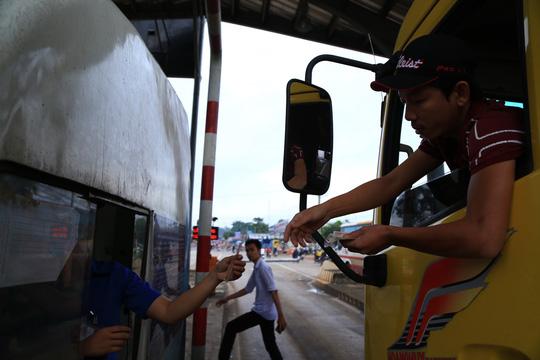 BOT tuyến tránh Biên Hòa lại kẹt xe vì… tiền lẻ - 1