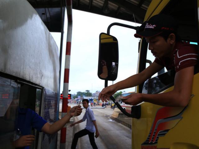 Tài xế đưa tiền lẻ, BOT tuyến tránh Biên Hòa không xả trạm - 4