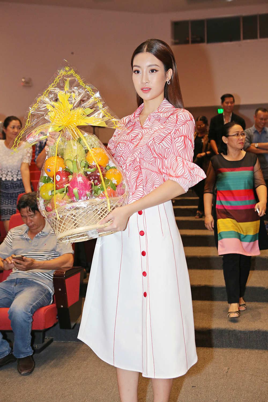 Hoa hậu Đỗ Mỹ Linh xin Tổ ban lộc ở cuộc thi Hoa hậu Thế giới - 4