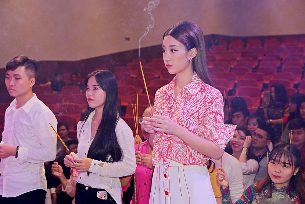 Hoa hậu Đỗ Mỹ Linh xin Tổ ban lộc ở cuộc thi Hoa hậu Thế giới - 6