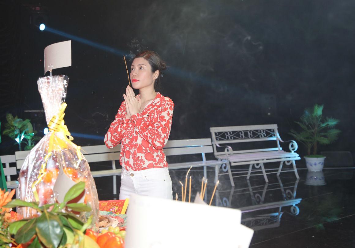Hoa hậu Đỗ Mỹ Linh xin Tổ ban lộc ở cuộc thi Hoa hậu Thế giới - 12
