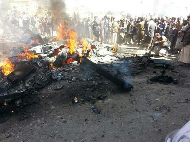 Khoảnh khắc máy bay Mỹ bị phiến quân bắn hạ ở Yemen - 1