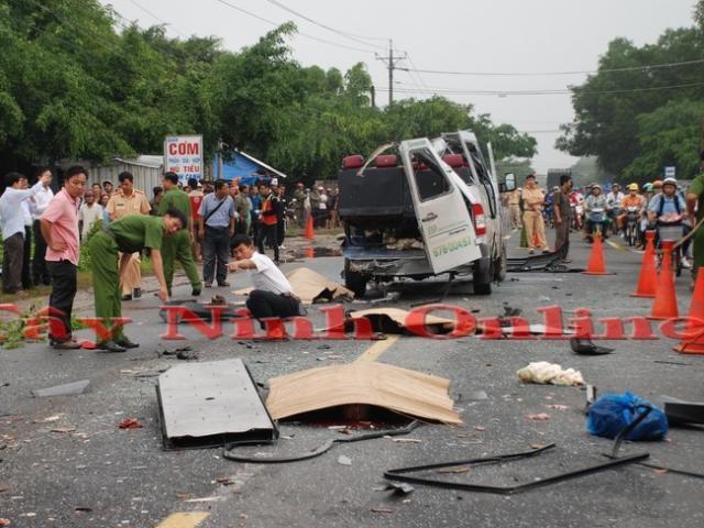 Ảnh: Hiện trường khủng khiếp vụ tai nạn 6 người chết ở Tây Ninh - 10
