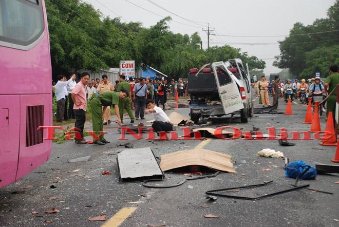 Ảnh: Hiện trường khủng khiếp vụ tai nạn 6 người chết ở Tây Ninh - 1