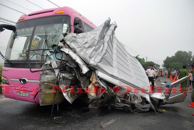 Ảnh: Hiện trường khủng khiếp vụ tai nạn 6 người chết ở Tây Ninh - 4