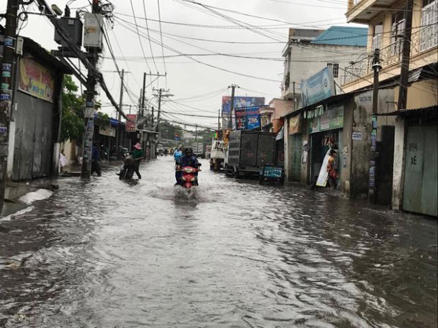 """TP.HCM đến bao giờ hết """"mưa dầm"""" như miền Trung?"""