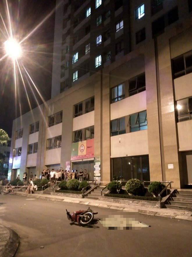 Tin mới vụ cô gái trẻ rơi từ tầng 25 suýt trúng người đi xe máy - 1