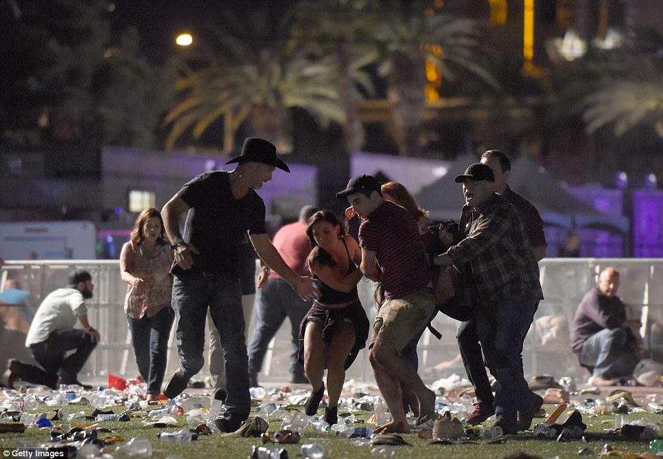 Mỹ: Xả súng đẫm máu tại lễ hội 30.000 người, ít nhất 50 người chết - 1