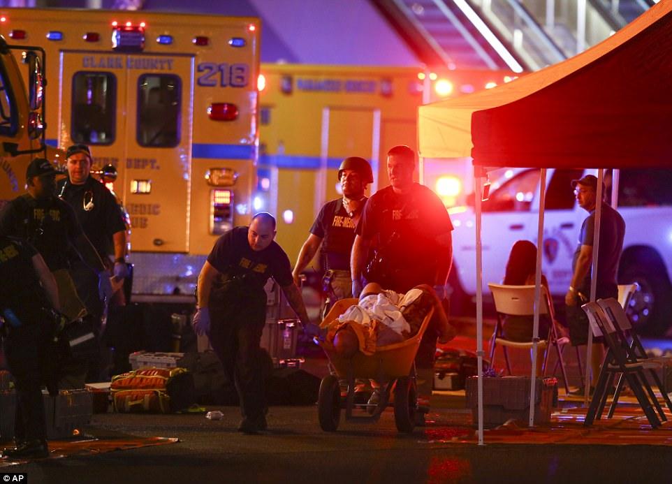 Mỹ: Xả súng đẫm máu tại lễ hội 30.000 người, ít nhất 50 người chết - 2
