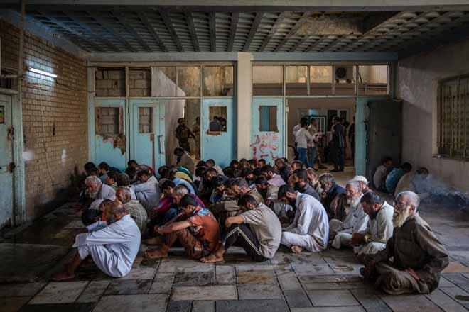 Hàng trăm khủng bố IS quỳ gối xin hàng, tự nhận là đầu bếp - 2
