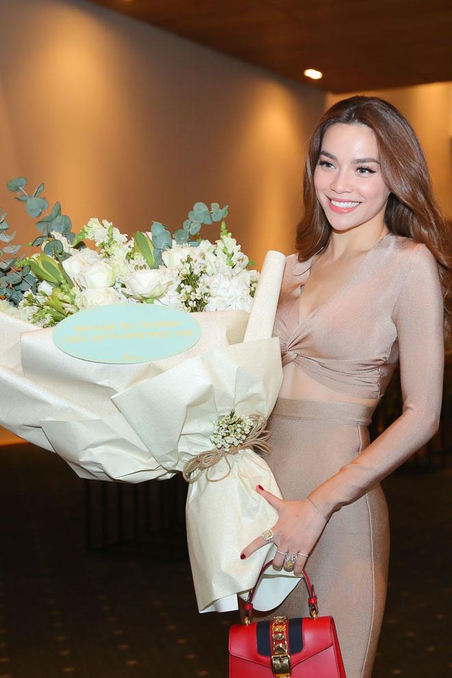 Mặc tin đồn yêu Đào Bá Lộc, Trấn Thành vẫn vui vẻ cùng vợ dự sinh nhật Mr. Đàm - 4