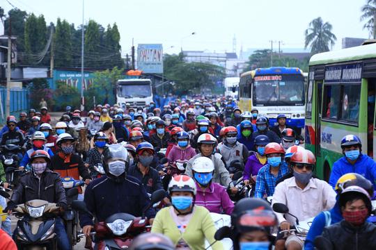Tài xế đưa tiền lẻ, BOT tuyến tránh Biên Hòa không xả trạm - 3