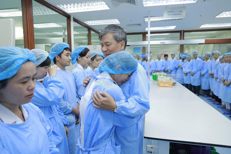 Lần đầu trong lịch sử ngành y, Viện trưởng về hưu cả bệnh viện bật khóc - 11