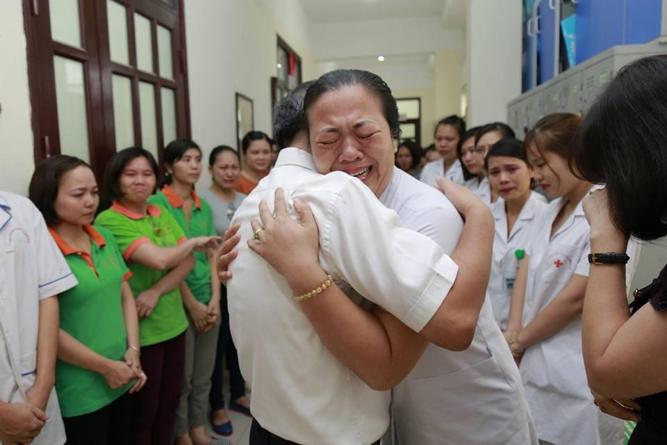 Lần đầu trong lịch sử ngành y, Viện trưởng về hưu cả bệnh viện bật khóc - 8
