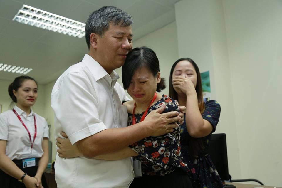 Lần đầu trong lịch sử ngành y, Viện trưởng về hưu cả bệnh viện bật khóc - 9