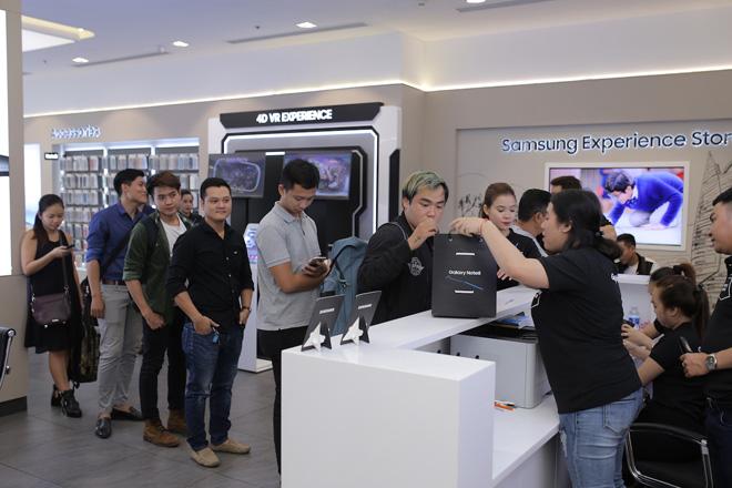 Giao máy bằng Limousine, Galaxy Note8 mở bán quá ấn tượng - 1