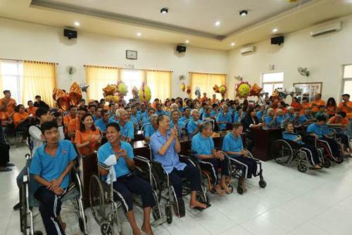 FWD tổ chức tiệc mừng thọ cho các cụ già neo đơn - 6