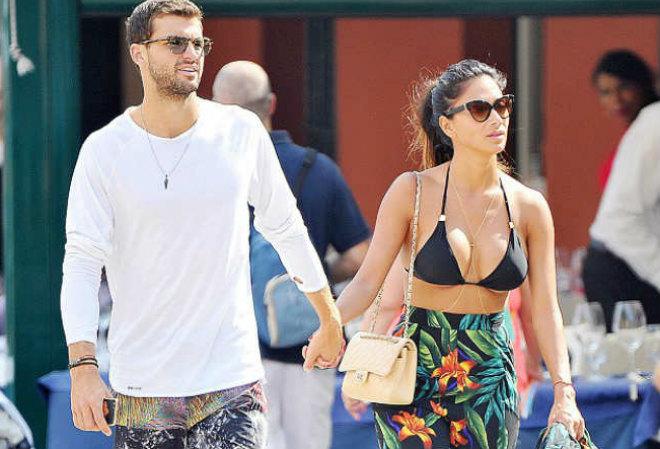 """Lộ mặt sở khanh: """"Tiểu Federer"""" đá Sharapova sắp bỏ cả bồ quyến rũ 1"""
