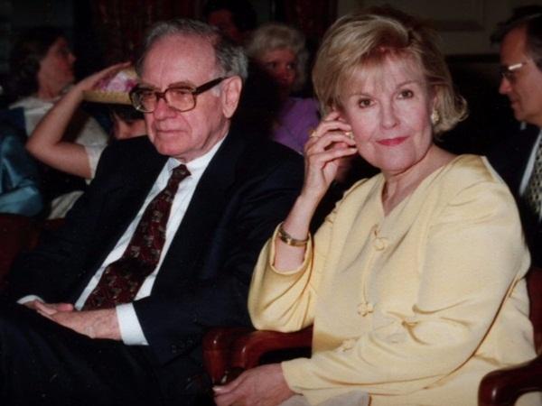 Warren Buffett không thể thành công nếu thiếu 3 người này - 1