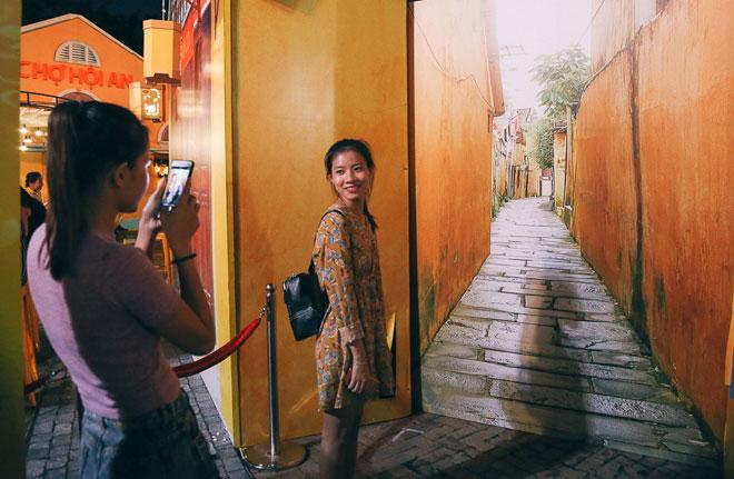 """Ngàn người đổ về """"phố cổ Hội An"""" giữa lòng Sài Gòn trước Tết Trung thu - 12"""