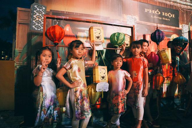 """Ngàn người đổ về """"phố cổ Hội An"""" giữa lòng Sài Gòn trước Tết Trung thu - 14"""