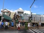 """Tin tức trong ngày - Kinh hoàng """"hung thần"""" chở dăm gỗ tông sập liên tiếp 4 nhà dân"""
