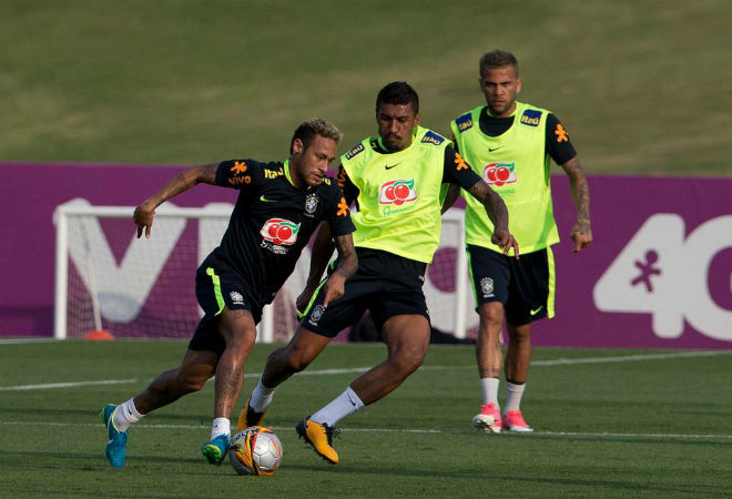 Nghi án PSG gây sức ép, Brazil dung túng Neymar giả chấn thương