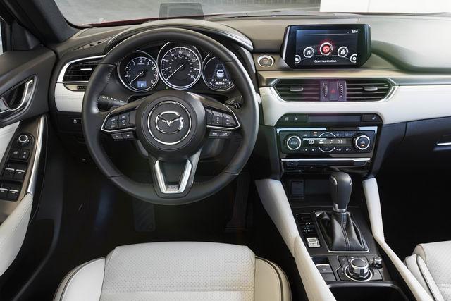 Mazda6 2017.5: Bản nâng cấp vội vã, giá từ 500 triệu đồng - 3