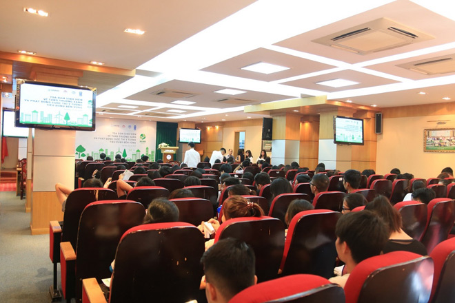 """Hành trình Xanh """"gõ cửa"""" trường Đại học Kinh tế Quốc dân tại Hà Nội - 1"""