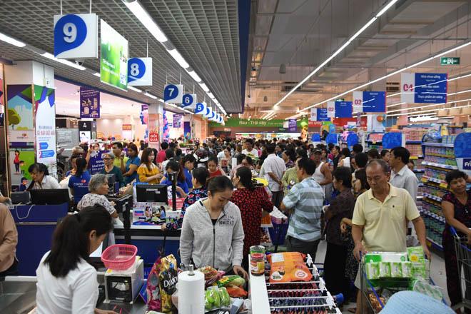 Co.opmart Huỳnh Tấn Phát khuyến mãi lớn nên hút khách - 2