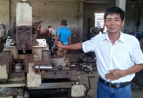 Anh nông dân sáng chế ra 200 loại máy nông nghiệp, thu 3,5 tỷ đồng/năm - 1