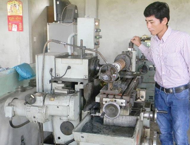 Anh nông dân sáng chế ra 200 loại máy nông nghiệp, thu 3,5 tỷ đồng/năm - 2