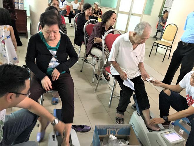 Vinamilk tiếp tục hành trình chăm sóc sức khỏe cho gần 2.000 người cao tuổi - 2