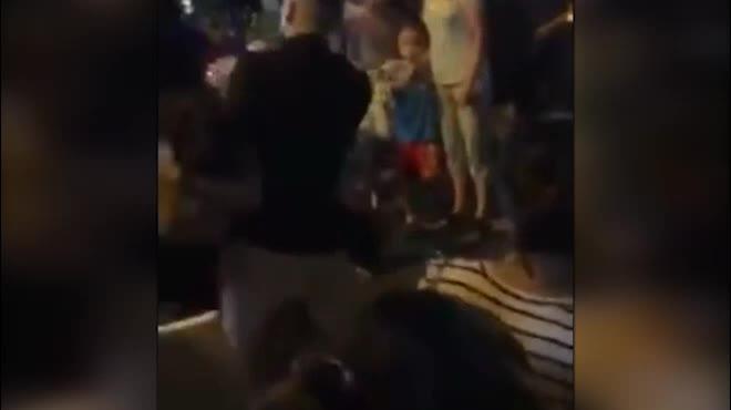 Hé lộ nguyên nhân vụ cô gái bị giật tung áo vẫn hùng hổ đánh nhau đêm Trung thu