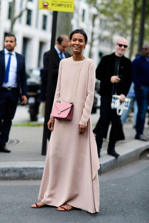 9 cách diện váy dài đẹp ngất ngây cho mùa thu - 11