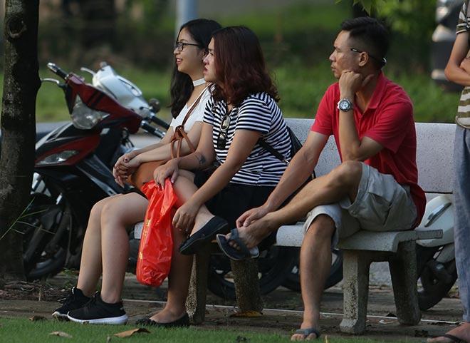 Bóng hồng xinh đẹp của Quang Hải cổ vũ sao kỹ thuật tốt nhất ĐT Việt Nam 3