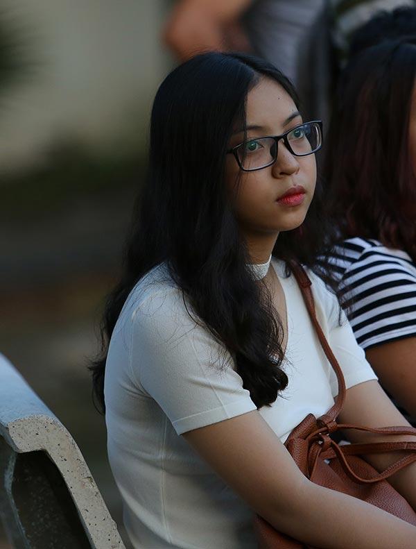 Bóng hồng xinh đẹp của Quang Hải cổ vũ sao kỹ thuật tốt nhất ĐT Việt Nam 6