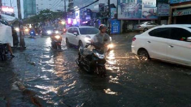 Cuối tuần: Bắc Bộ mưa nắng bất chợt, Nam Bộ hứng cả mưa lẫn triều cường - 1