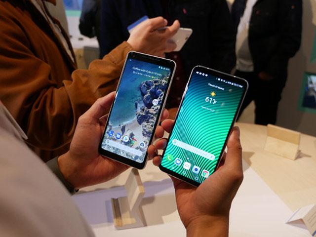 """So sánh Pixel 2 XL với LG V30: """"Kẻ tám lạng, người nửa cân"""""""