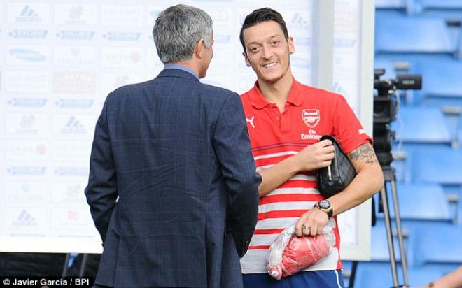 """MU – Mourinho có Ozil miễn phí: Lukaku và Ibra """"sướng"""" như Ronaldo 1"""