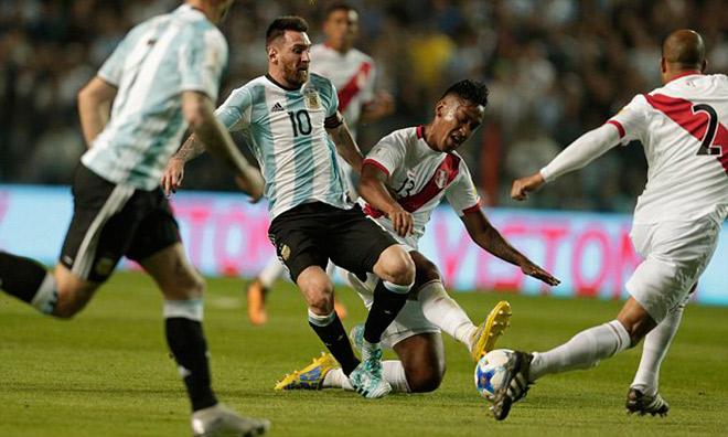 """Argentina nguy cơ bị loại: Messi ảo diệu không gánh nổi đồng đội """"chân gỗ"""" 1"""