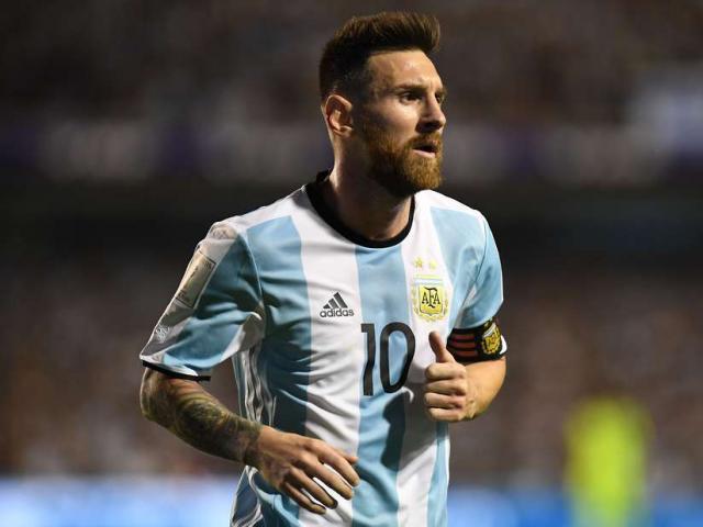 """Argentina trước """"cửa tử"""": Messi sợ nôn khan, chơi bóng với… đá 4"""